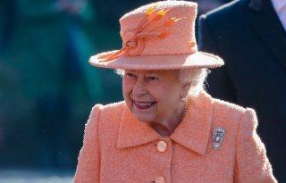 Erzsébet királynő 94 évesen is lóra pattant