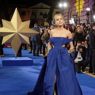 A szuperhős Brie Larson talpig kékben