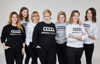 Hét nő fogott össze a Bridge Budapestben