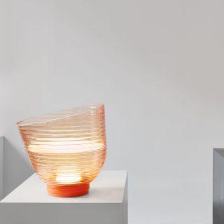 Légies üveglámpa a nappali fénypontja