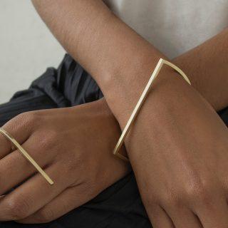Kézműves karperec a geometrikus minimalizmus jegyében