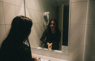 A vécékbe száműzik fejni a dolgozó anyukákat