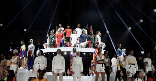 A világ legjobb női labdarúgói mutatták be a Nike új nemzeti mezeit