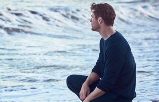 Chris Hemsworth szívdöglesztő az új parfümreklámban