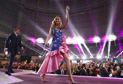 Brie Larson fodros ruhában menti meg a világot
