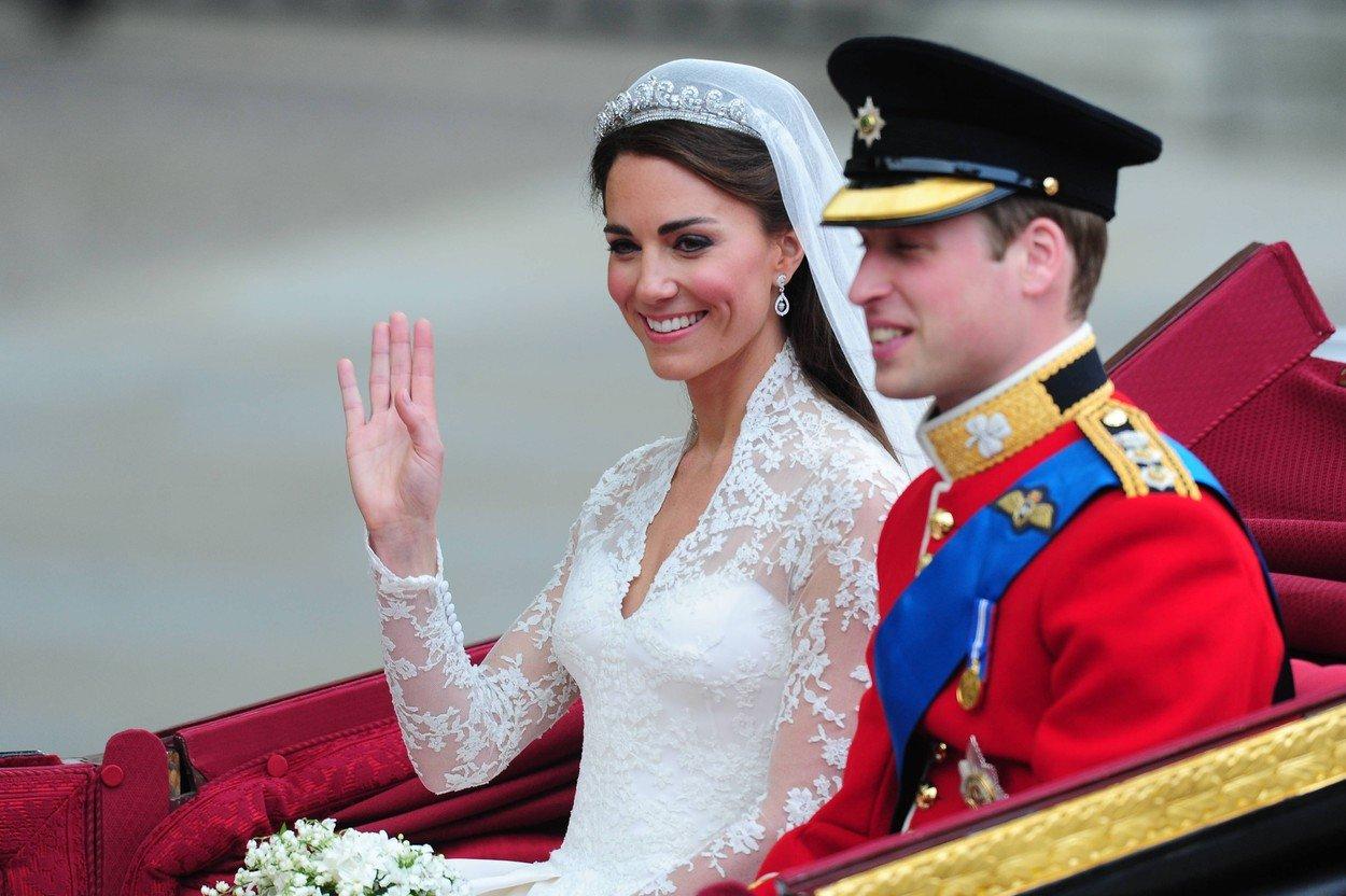 6. kép: Kate hercegnéről és Sarah Burton-tervezte McQueen ruhájáról azóta Barbie babát is mintáztak