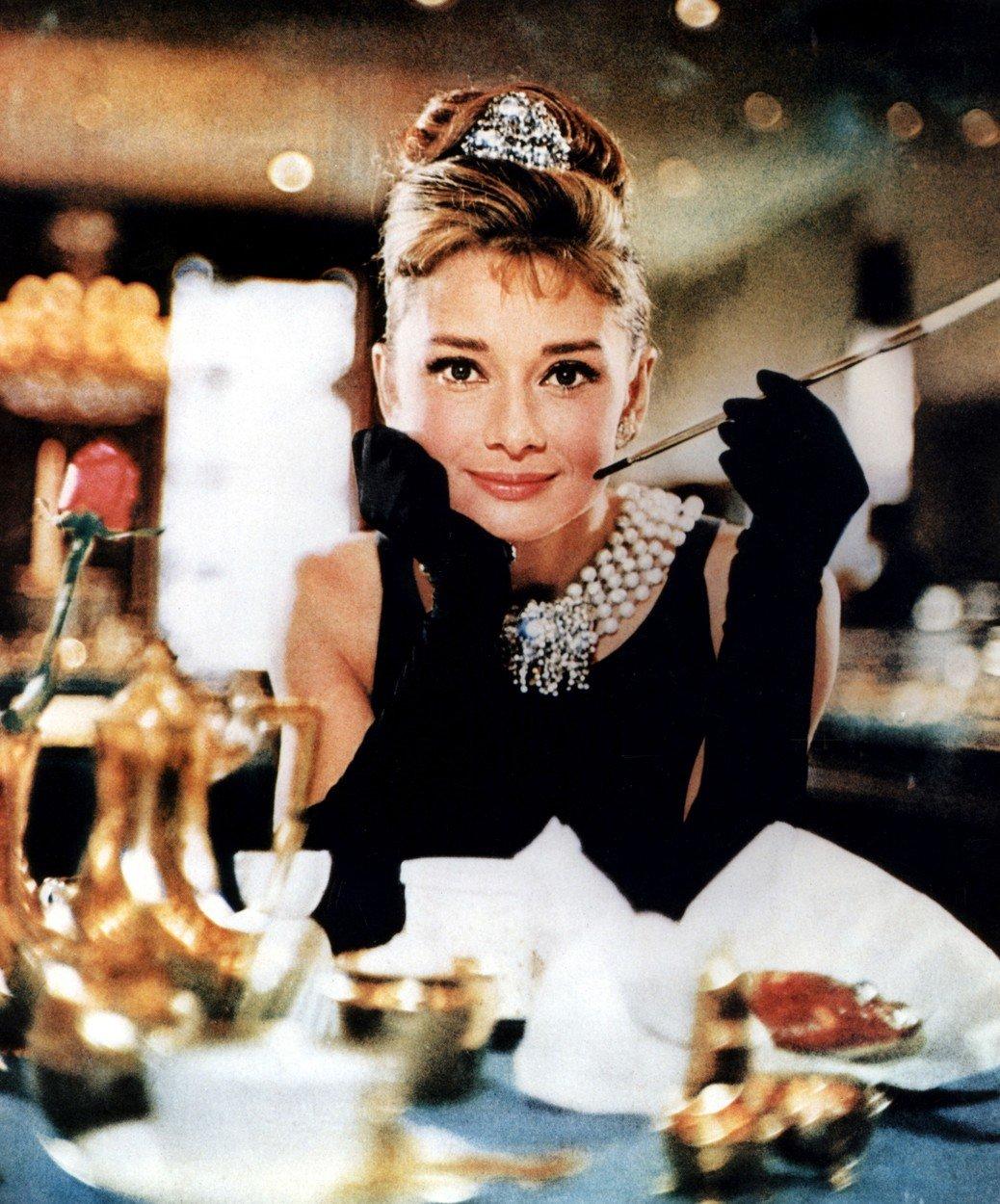 14. kép: Audrey Hepburn főszereplésével az Álom luxuskivitelben kultuszfilm, mint ahogy Hubert Givenchy is kultusztervezővé vált a film nyomán