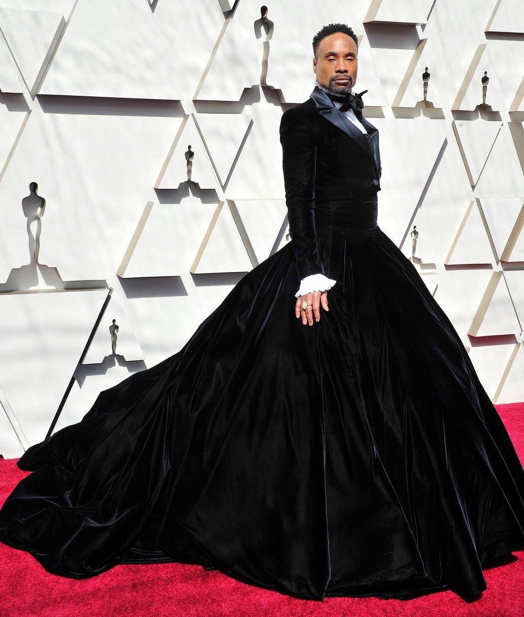 17. kép: Billy Porter a férfiak vöröszőnyegen viselt szettjeit forgatta fel fenekestül ebben a Christian Siriano darabban az idei Academy Awards-on