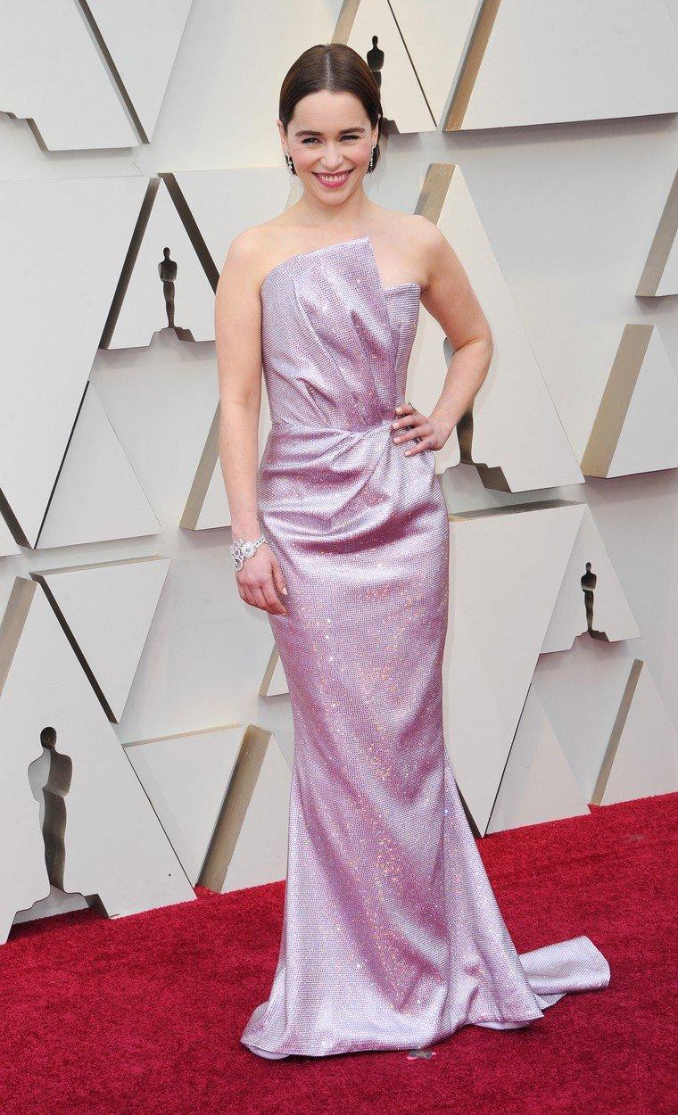 5. kép: Az ideai Oscar-gálán, csillogó, Balmain-ruhában
