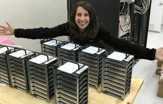 Ő Katie Bouman, aki először készített fotót egy fekete lyukról