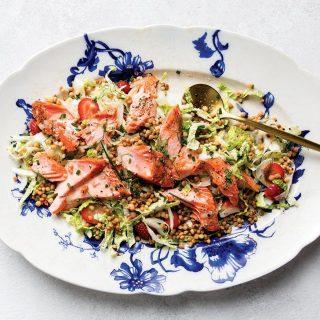 Kiadós saláta édesköménnyel és lazaccal
