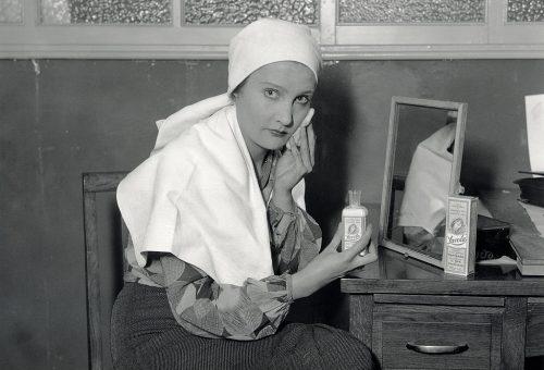 Százezer liter krémet és szérumot szívott be a magyarok arcbőre egy év alatt