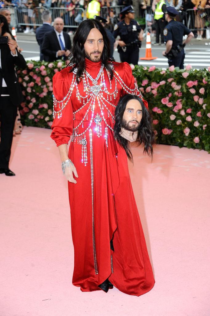 4. kép: Jared Leto saját fejét vitte magával a gálára - természetesen Gucciban.