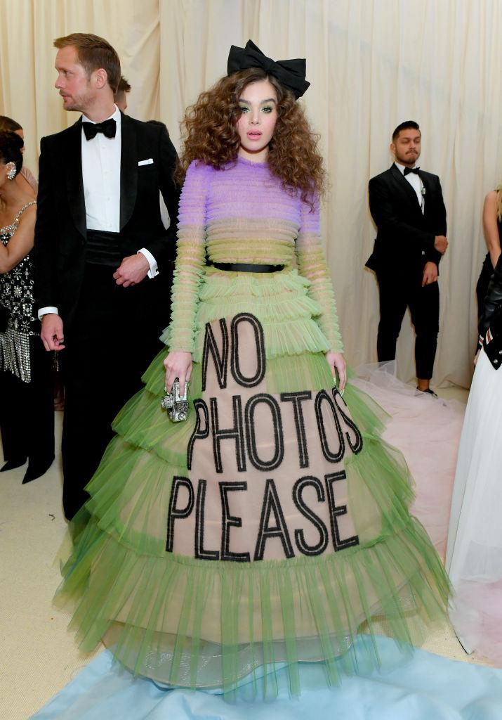 15. kép: Teljesen biztosak voltunk benne, hogy ez a Viktor & Rolf ruha látható lesz a gálán - Hailee Steinfeld viselte.