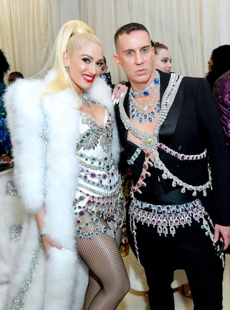 17. kép: Gwen Stefani és Jeremy Scott, természetesen tetőtől talpig Moschinóban.