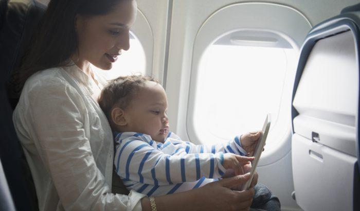 Anyatermészet: Repülőút kisgyerekkel