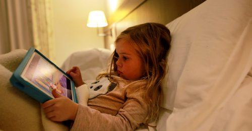 Így védhetjük meg gyermekeinket a digitális veszélyektől