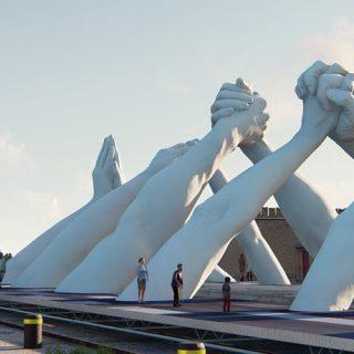 Eszméletlen szoborcsoport a Velencei Biennálé éke