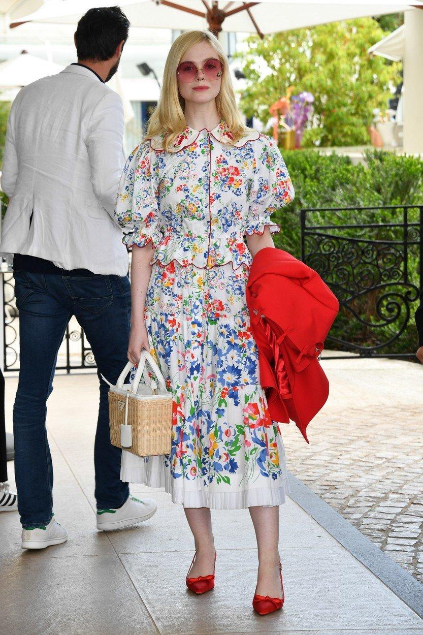 5. kép: Ebben a virágos ruhában is éterien gyönyörű a színésznő