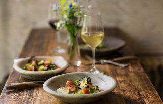 Dobjuk fel könnyed magyar borral a tavaszi salátánkat