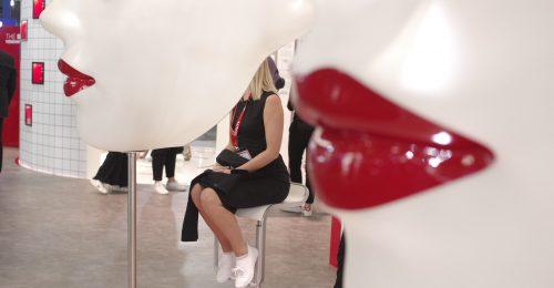 Giorgio Armani rúzs-automata és a jövő szépsége a Viva Tech-en