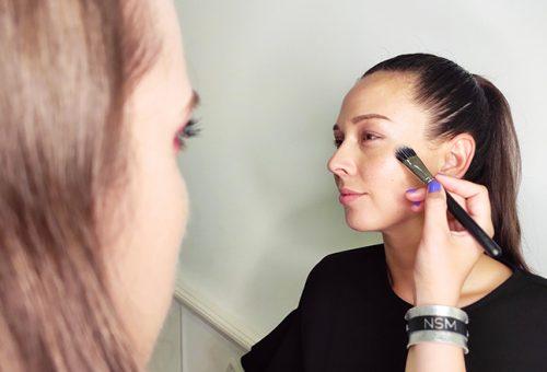 Növények a kozmetikumokban – bőrbarát sminktippek egy profi sminkestől