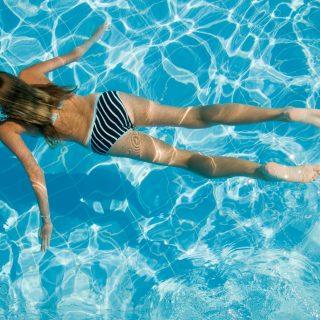 Nem felesleges aggódás: cseréljünk fürdőruhát gyakran