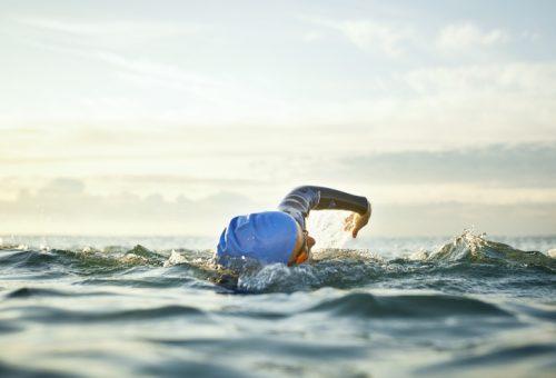 Ismét úszással segíthetjük a civil szervezeteket