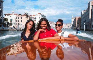 Michelle Obama csodálja, hogy a lányainak egyáltalán vannak barátai