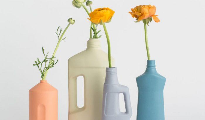 Műanyagflakonokból készít pasztell kerámiavázát Foekje Fleur