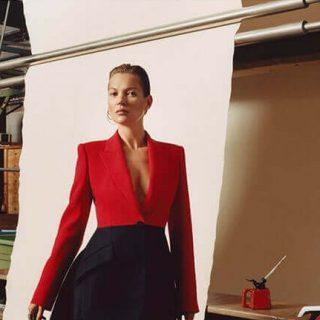 Kate Moss az Alexander McQueen 2019-es őszi kampányában