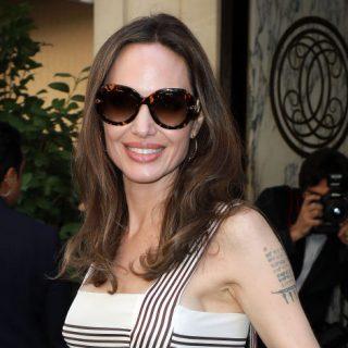 Angelina Jolie tökéletes nyári ruhában ragyog a boldogságtól