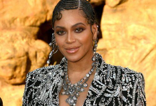 Keresve sem találunk ragyogóbbat Beyoncé szettjénél