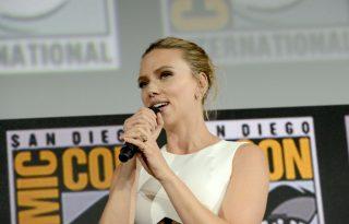 Scarlett Johansson megvillantotta óriási eljegyzési gyűrűjét