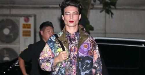 Ezra Miller miniruhában és magassarkúban forgatja fel azt, ahogy a férfiak öltözködéséről gondolkodunk