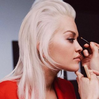Rita Ora kihozta a maximumot a világ legbénább hajából