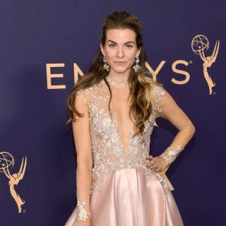 Az Emmy-gála vörös szőnyegén vonult fel a Daalarna estélyije