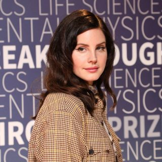 Lana Del Rey egy rendőrrel randevúzik