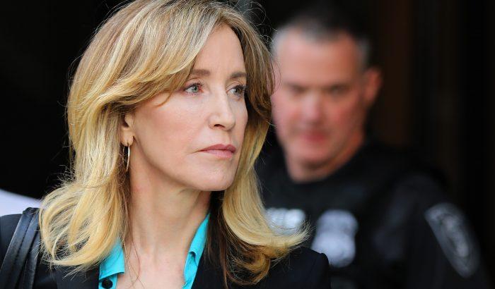 Felicity Huffmant 14 nap börtönre ítélték