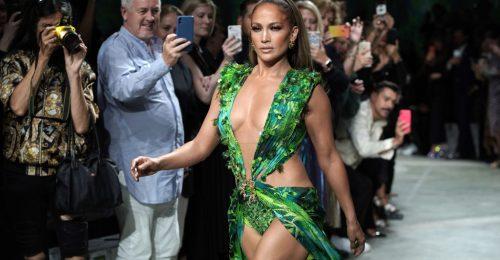 Közel 20 éves ruhájában lépett a kifutóra Jennifer Lopez
