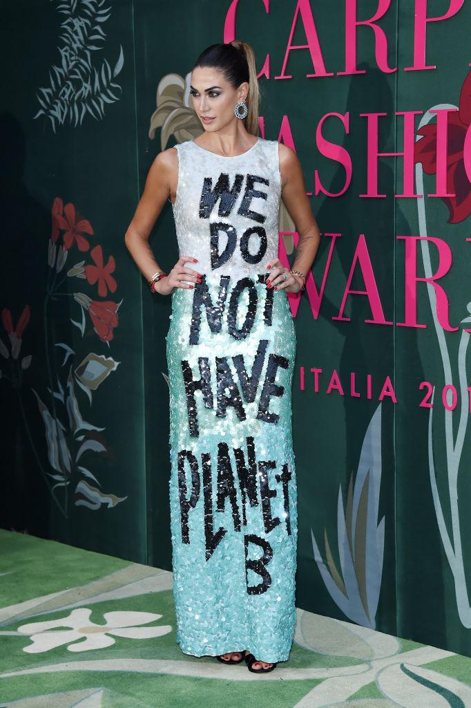 5. kép: Melissa Satta műsorvezető ruhájának üzenete egyértelmű