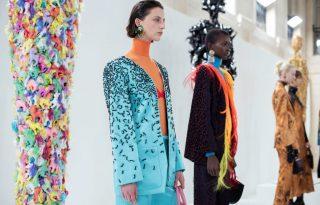 Művészi őrültségek a párizsi divathétről