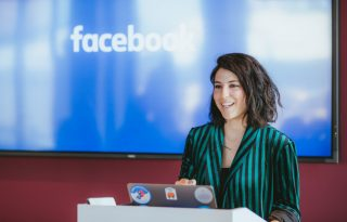 """""""Nem az számít, mennyi időt töltünk a közösségi médiában, hanem hogy mit csinálunk ez idő alatt"""" – Eden Litt, a Facebook UX csapatából"""