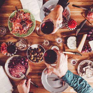 Tapas és gyöngyözőbor: a tökéletes házasság az utolsó nyárias napokon