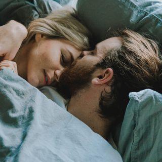Együtt kell lefeküdnie egy párnak?