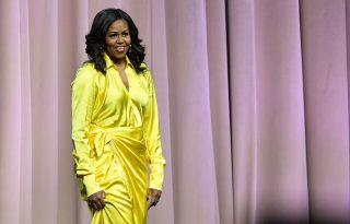 Michelle Obama bepillantást engedett edzésrutinjába