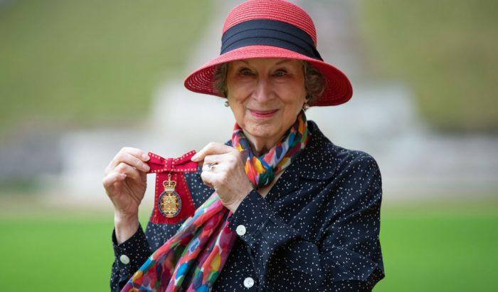 Az angol királynő kitüntette Margaret Atwoodot