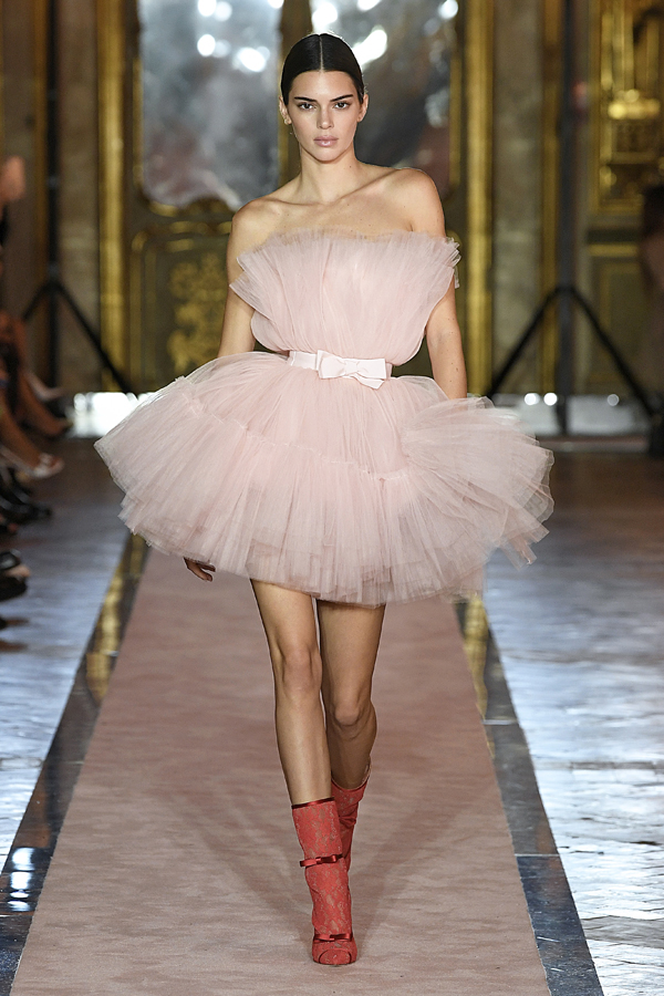 1. kép: Giambattista Valli x HM fashion show, Ready To Wear collection in Rome