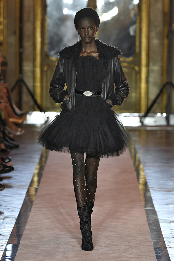 2. kép: Giambattista Valli x HM fashion show, Ready To Wear collection in Rome