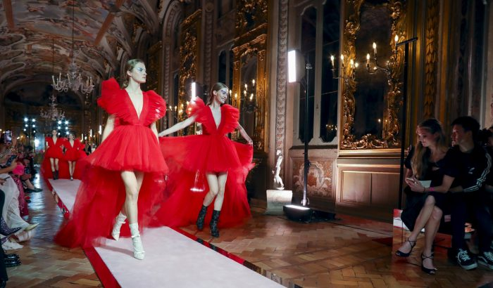 Rómában láthattuk először Giambattista Valli és a H&M közös kollekcióját
